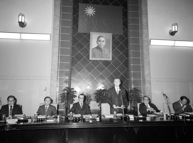 At a Cabinet meeting, Premier Sun Yun-suan issues a solemn statement regarding the severance of ROC-U.S. diplomatic relations. (1979)
