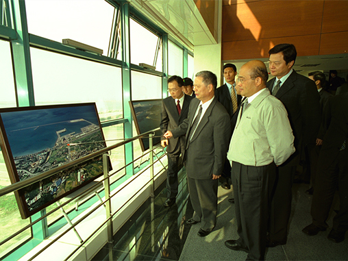 Premier Su surveys Port of Taipei