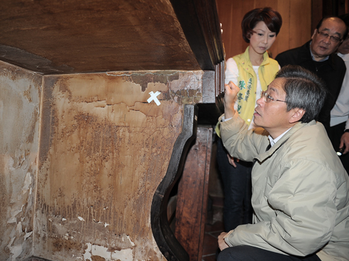 Premier Chang inspects Tainan historical sites damaged by quake