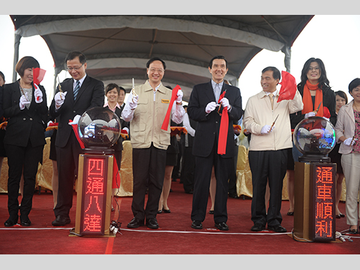Premier Jiang, President Ma at highway section opening