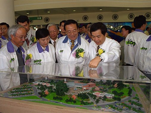 Premier Chang attends highway section opening