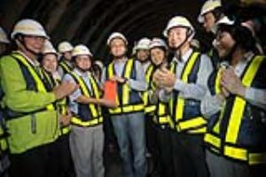 Premier Lin presides over Gufeng Tunnel breakthrough ceremony