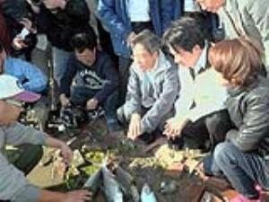 Acting Premier Chang visits Tainan farms hit by cold spell